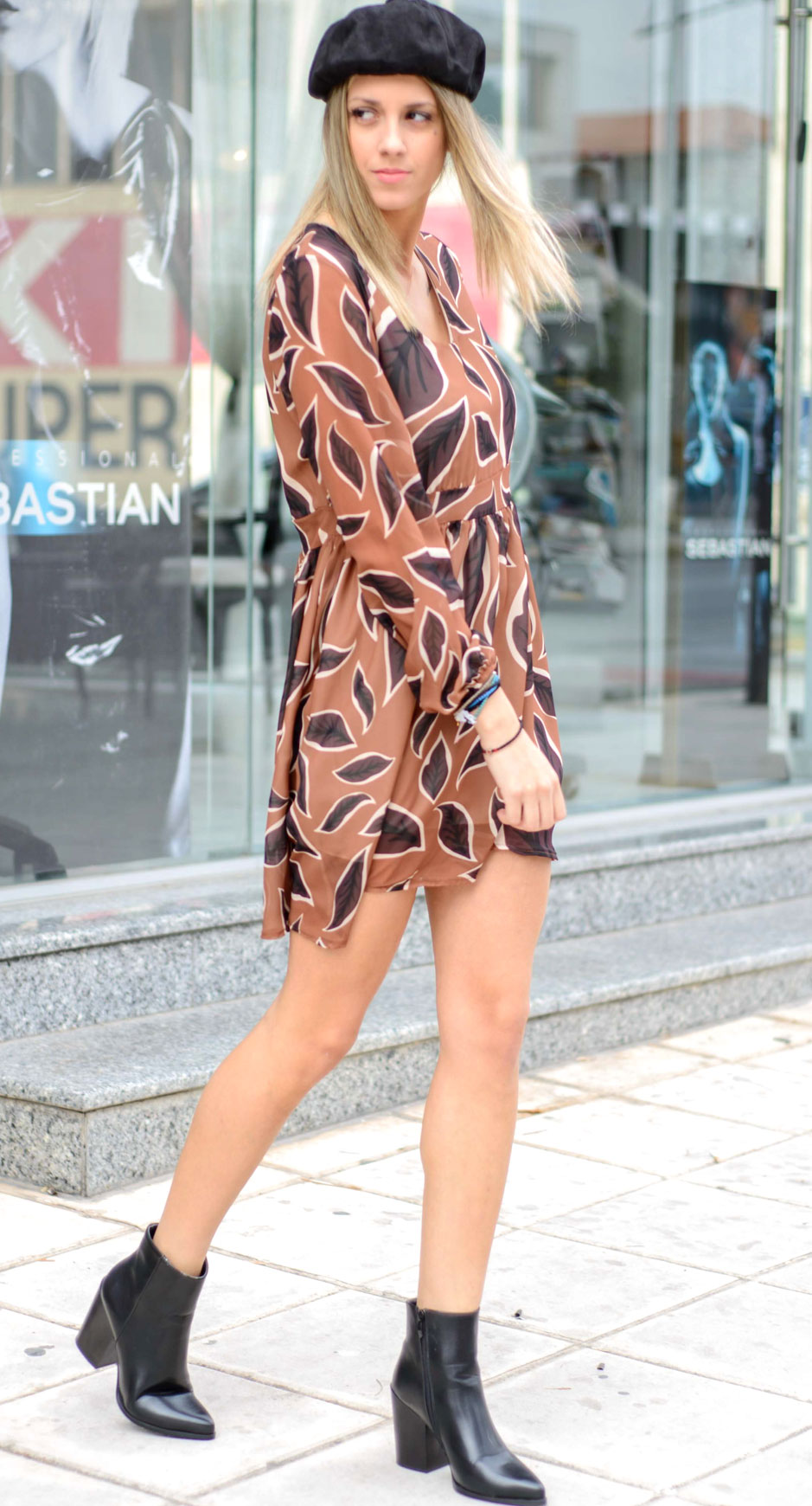 1c7354f47236 Φόρεμα εμπριμέ σε αποχρώσεις ταμπα-καφέ με μήκος στο γόνατο και ...