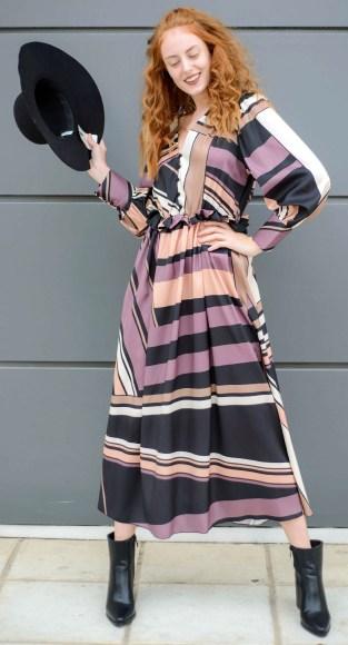 Φόρεμα μακρύ με ρίγες και κουμπιά στο ντεκολτέ