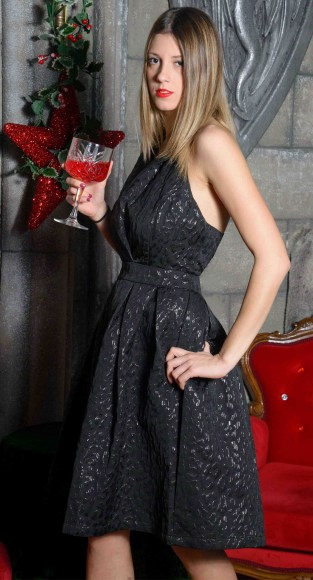 Φόρεμα μπροκαρ με ντεκολτέ και ανοιχτή πλάτη