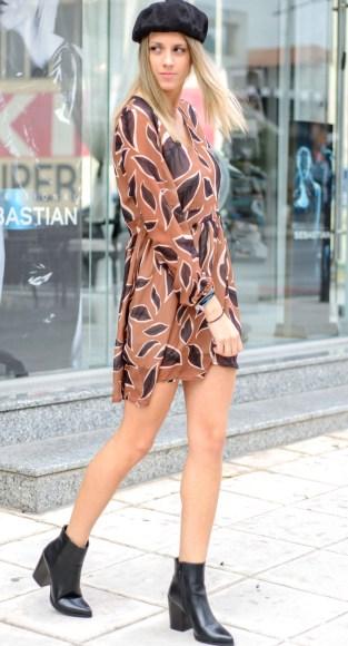 Φόρεμα εμπριμέ με μήκος πάνω από το γόνατο