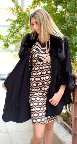 Φόρεμα εμπριμέ με γεωμετρικά σχήματα